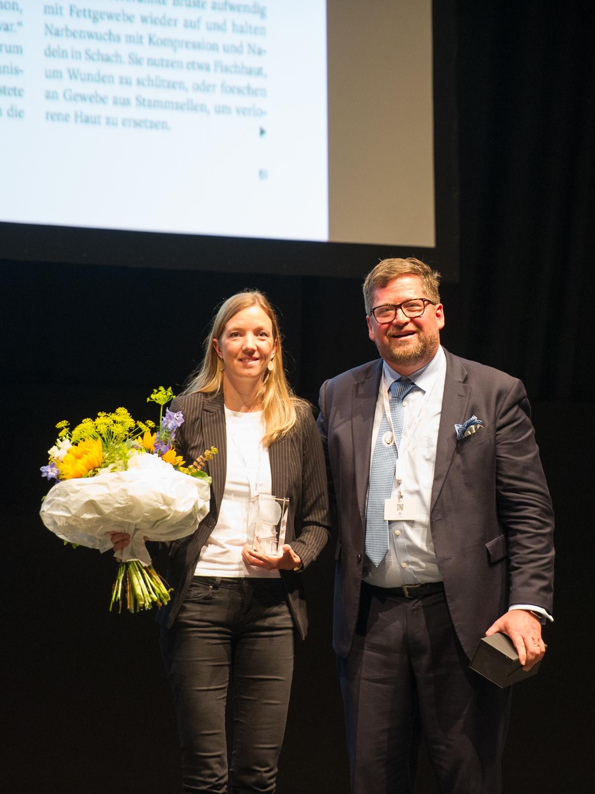 Sina Horsthemke bei der Preisverleihung der Deutschen Gesellschaft der Plastischen, Rekonstruktiven und Ästhetischen Chirurgen